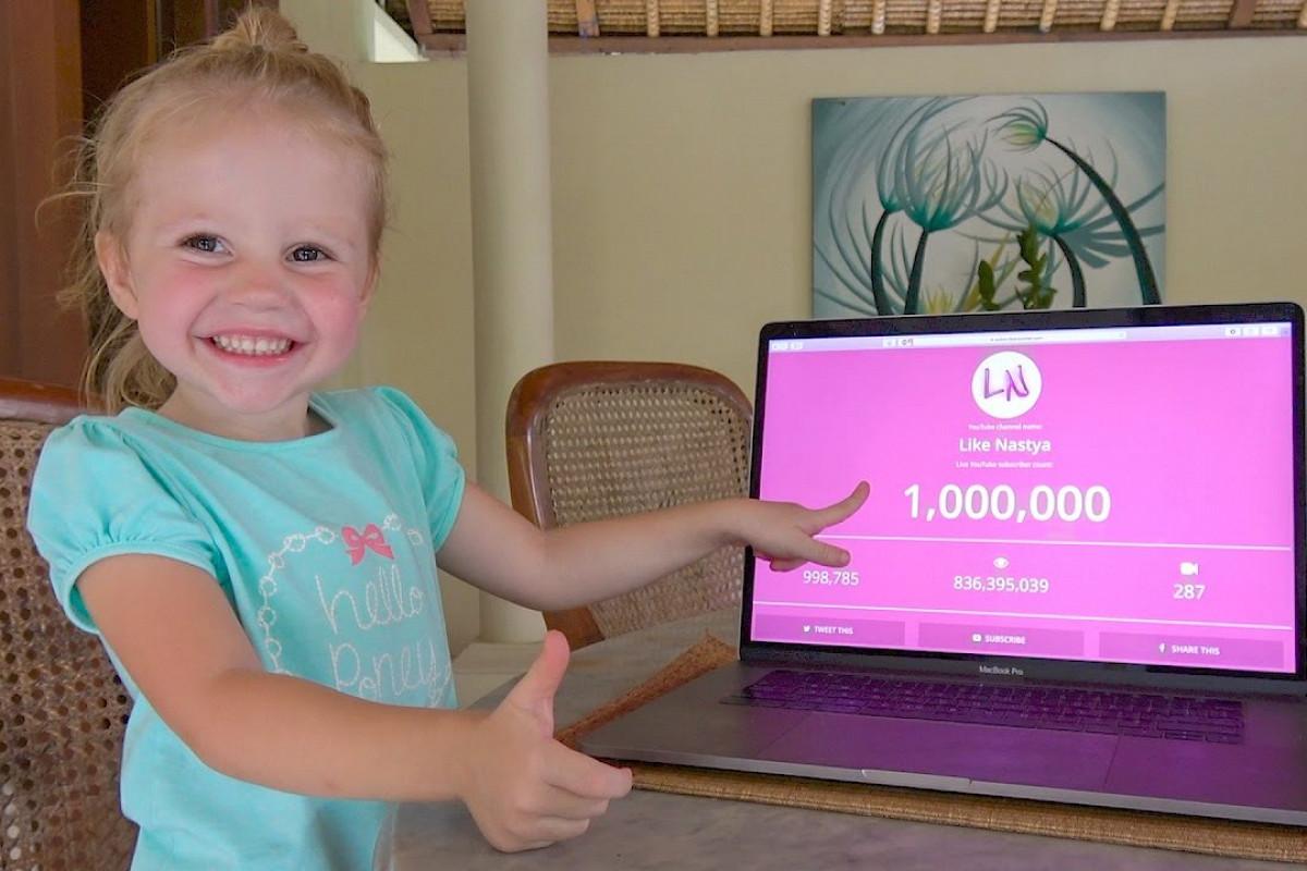 Как пятилетняя видеоблогерша заработала 18 миллионов долларов и попала в топ самых богатых блогеров по мнению Forbes