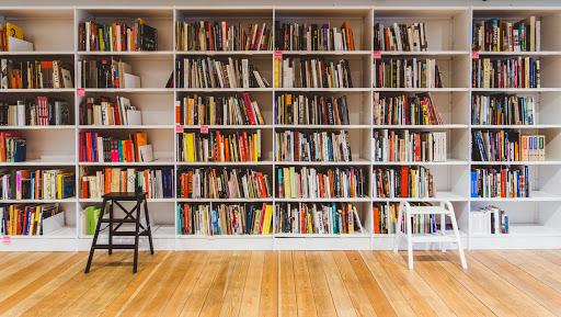 В каких библиотеках Москвы можно найти лучшую фантастику, стихи, классику или современную литературу?