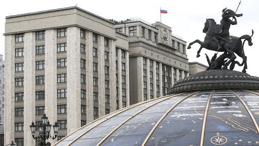 «В России низкая политическая культура»: интервью с политтехнологом о Госдуме и депутатах