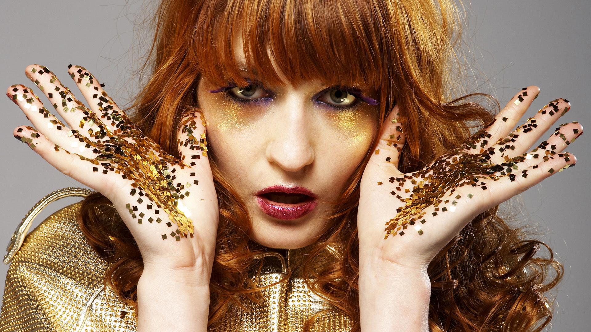 «Маленький знак любви»: группа Florence+The Machine поделились невыпущенной ранее песней.