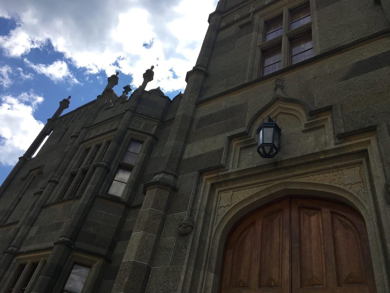 Английская готика, восточная экзотика и русский романтизм: Воронцовский дворец в Алупке