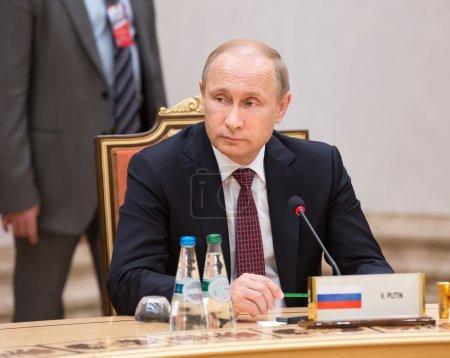 Путин распорядился разработать программу капремонта сельских школ