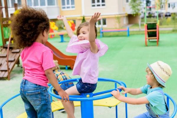 Пособия в размере 10 тысяч рублей выплатят семьям с детьми от 6 до 18 лет