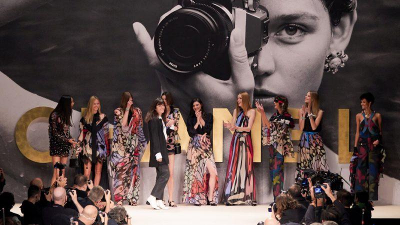 Коллекция Chanel весна-лето 2022: ностальгия по 80-ым
