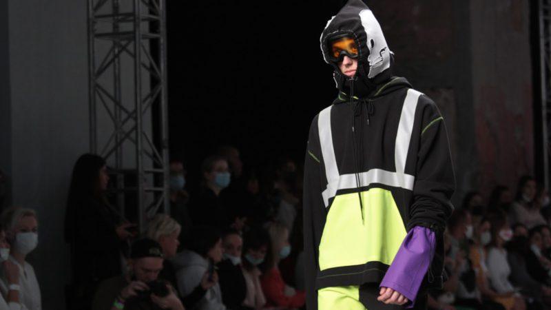 Первокурсник выделился яркими работами на показе Mercedes-Benz Fashion Week